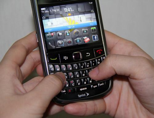 Điều gì khiến Blackberry giá 1,3 triệu hút khách cả nước? - 4