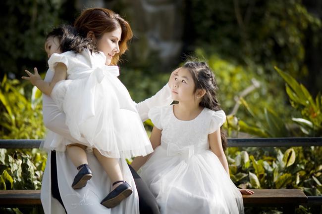 Hình ảnh đẹp như thiên thần của ba mẹ con chị Nguyễn Ngọc Mỹ Linh