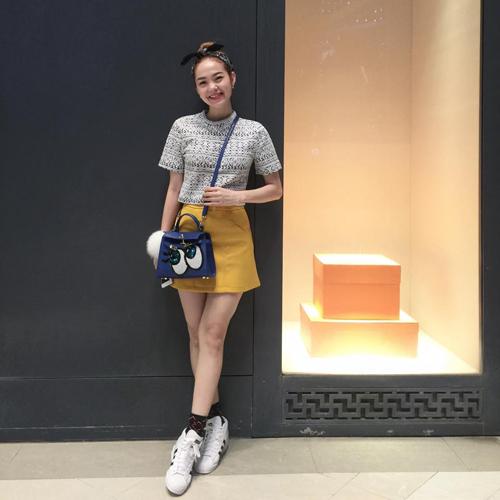 Minh Hằng mặc sành điệu dạo phố Thái Lan - 1