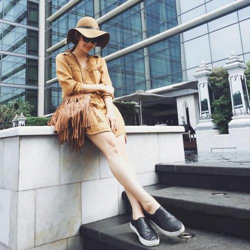 Minh Hằng mặc sành điệu dạo phố Thái Lan - 5