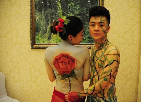 """Xôn xao đám cưới """"nude"""" của hơn 10 cặp vợ chồng trẻ - 4"""