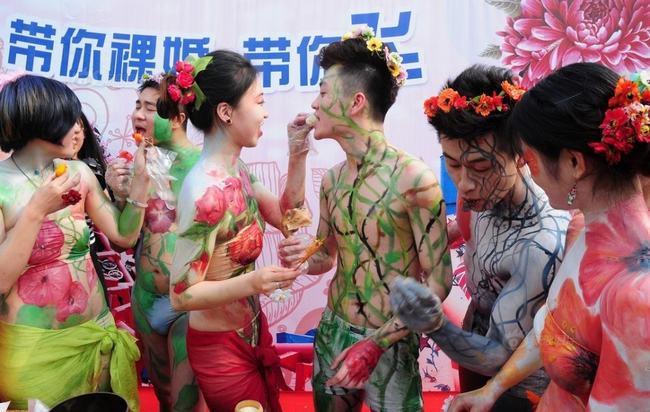 Đám cưới tập thể với sự tham gia của 10 cặp đôi đến từ nhiều nơi ở Trung Quốc.