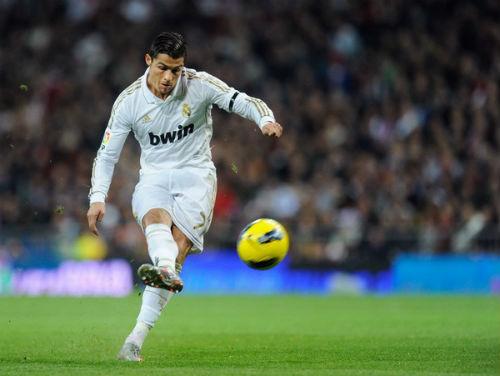"""Ronaldo đá phạt: Sự sa sút của một """"thương hiệu"""" - 1"""