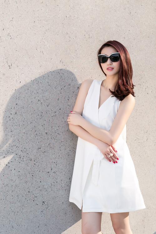 Khánh My xinh tươi, rạng rỡ dưới nắng Sài Gòn - 11