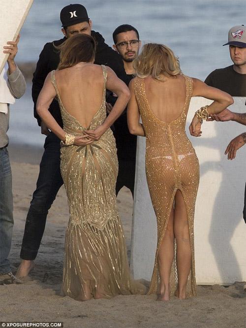 Cindy Crawford mặc xuyên thấu sexy bên bờ biển - 8