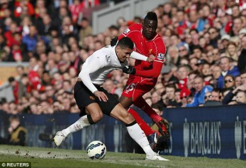 Fan Liverpool kể chuyện ngăn Balotelli đánh Smalling - 1