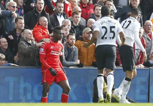 Fan Liverpool kể chuyện ngăn Balotelli đánh Smalling - 2
