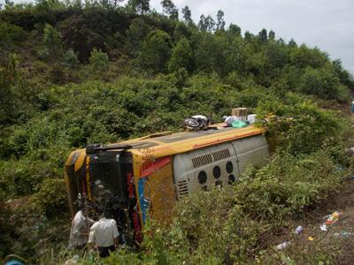 Tai nạn xe khách ở Quảng Nam, hàng chục người nguy kịch - 2
