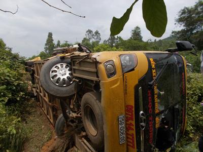 Tai nạn xe khách ở Quảng Nam, hàng chục người nguy kịch - 3