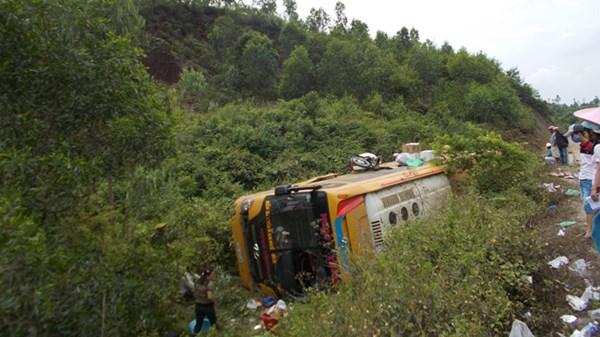 Tai nạn xe khách ở Quảng Nam, hàng chục người nguy kịch - 4