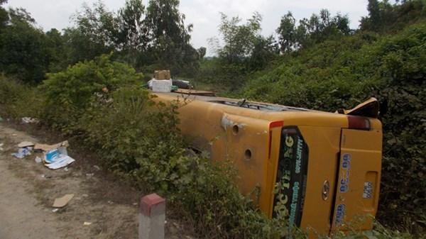 Tai nạn xe khách ở Quảng Nam, hàng chục người nguy kịch - 5