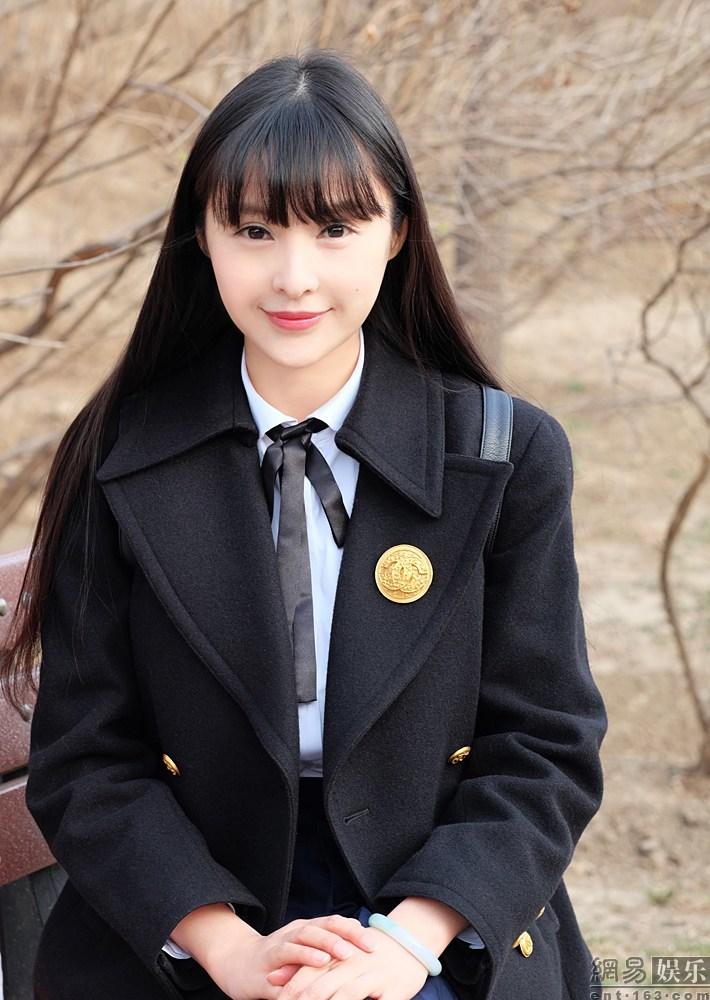 Lâm Kha Đồng, hot girl nổi tiếng Trung Quốc vừa  khiến dân mạng chao đảo khi tung ra bộ ảnh nữ sinh đẹp như thiên thần