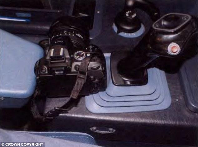 Anh: Phi công mê chụp ảnh, 198 quân nhân suýt mất mạng - 2