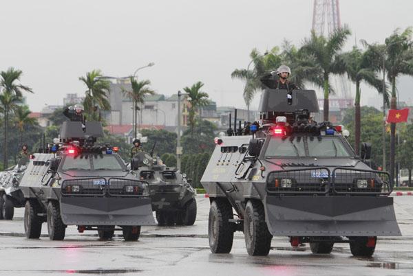 """Ngắm dàn xe """"khủng"""" chống bạo động của công an Hà Nội - 3"""
