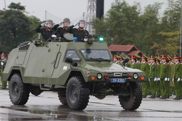 """Ngắm dàn xe """"khủng"""" chống bạo động của công an Hà Nội - 4"""