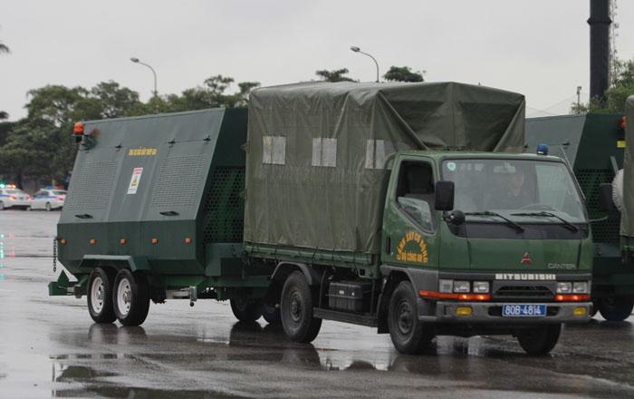 """Ngắm dàn xe """"khủng"""" chống bạo động của công an Hà Nội - 7"""