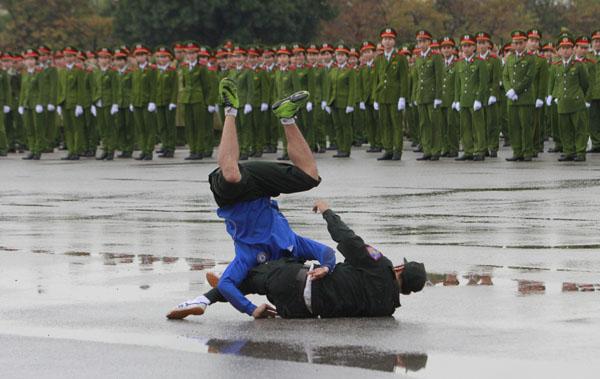 """Ngắm dàn xe """"khủng"""" chống bạo động của công an Hà Nội - 14"""