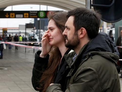 Người nhà nạn nhân Airbus A320 tuyệt vọng ở sân bay - 7
