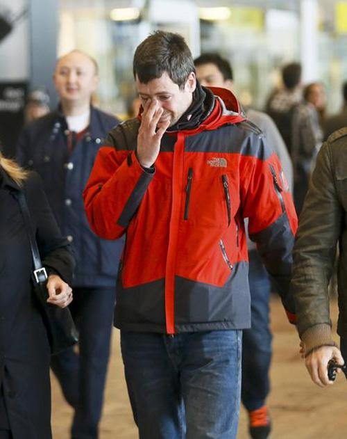 Người nhà nạn nhân Airbus A320 tuyệt vọng ở sân bay - 8
