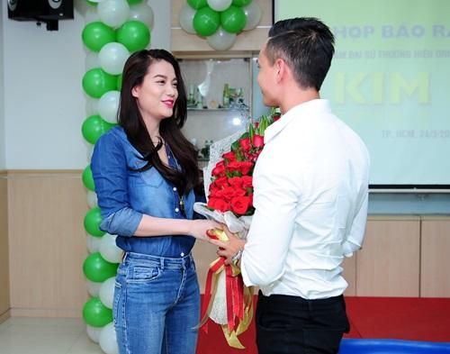 Kim Lý bối rối nhận lời chúc mừng từ Trương Ngọc Ánh - 5