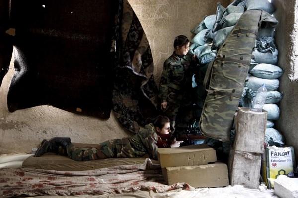 Những bóng hồng xinh đẹp trong nội chiến Syria - 7
