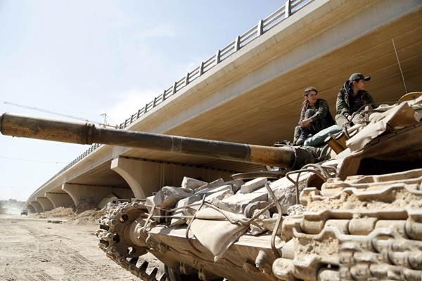 Những bóng hồng xinh đẹp trong nội chiến Syria - 4
