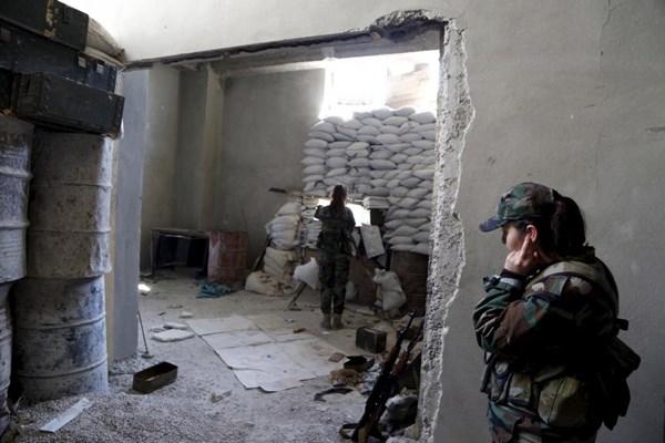 Những bóng hồng xinh đẹp trong nội chiến Syria - 2