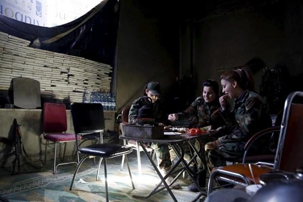 Những bóng hồng xinh đẹp trong nội chiến Syria - 10