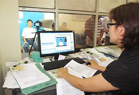 Hà Nội bắt đầu cấp đổi GPLX qua mạng từ tháng 4 - 1