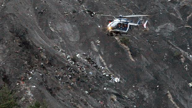 Video: Xác máy bay A320 tan nát trên sườn núi - 1