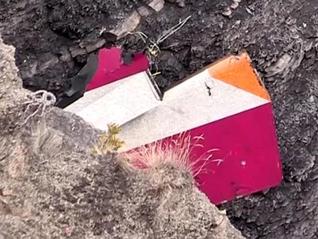 Video: Xác máy bay A320 tan nát trên sườn núi - 3