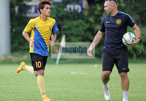 """""""Luyện công"""" bài tập lạ, U23 Malaysia chờ U23 VN - 11"""