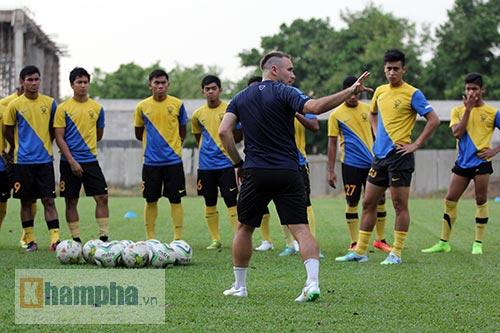"""""""Luyện công"""" bài tập lạ, U23 Malaysia chờ U23 VN - 2"""