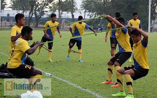 """""""Luyện công"""" bài tập lạ, U23 Malaysia chờ U23 VN - 6"""