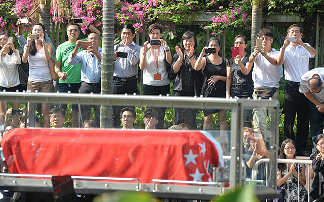 Dòng người Singapore tiễn đưa cựu Thủ tướng Lý Quang Diệu - 4