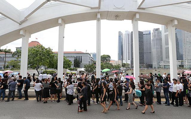 Dòng người Singapore tiễn đưa cựu Thủ tướng Lý Quang Diệu - 12