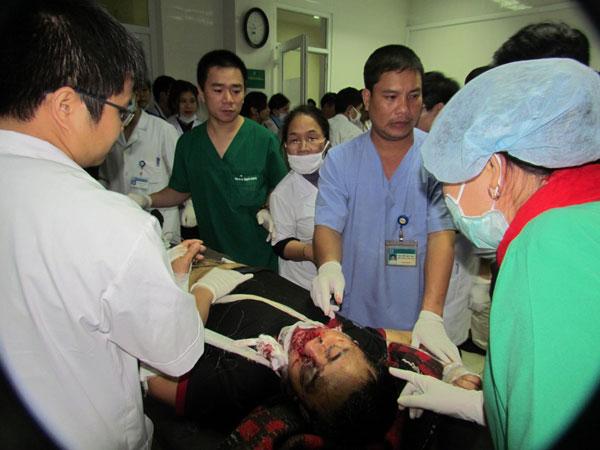 Chùm ảnh vụ sập giàn giáo kinh hoàng ở Hà Tĩnh - 10