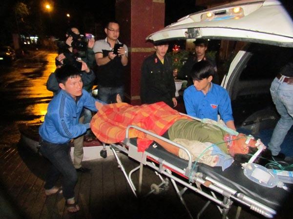 Chùm ảnh vụ sập giàn giáo kinh hoàng ở Hà Tĩnh - 8
