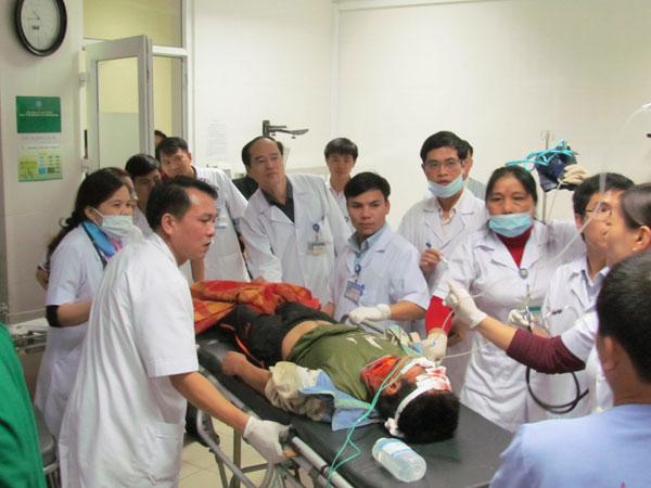Chùm ảnh vụ sập giàn giáo kinh hoàng ở Hà Tĩnh - 11
