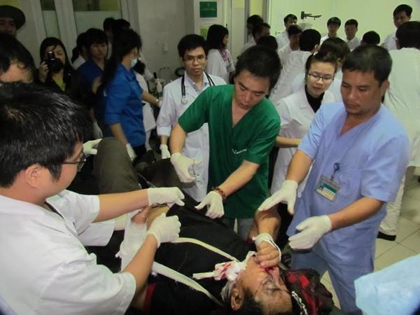Bộ Y tế cử đoàn bác sĩ ứng cứu nạn nhân vụ sập giàn giáo - 1