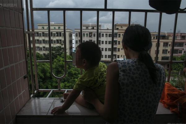 Bộ ảnh chân thực về cuộc sống của những bà mẹ đơn thân - 2