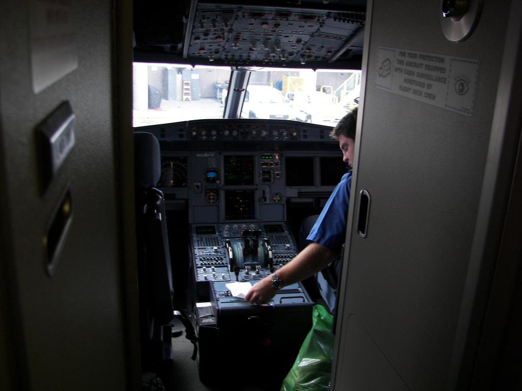 Máy bay A320 rơi: Cơ trưởng đã tự sát? - 3