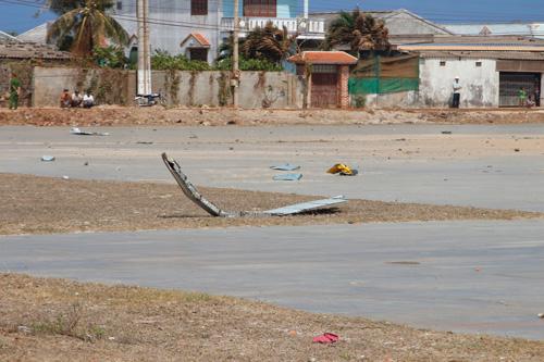 Trực thăng quân sự rơi tại đảo Phú Quý - 2