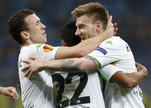 """""""Chân gỗ"""" Bendtner lập hat-trick, truyền thông châu Âu lên cơn sốt - 6"""