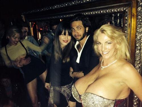"""Bật mí về quý cô có bộ ngực """"phi thường"""" ở American Got Talent - 1"""