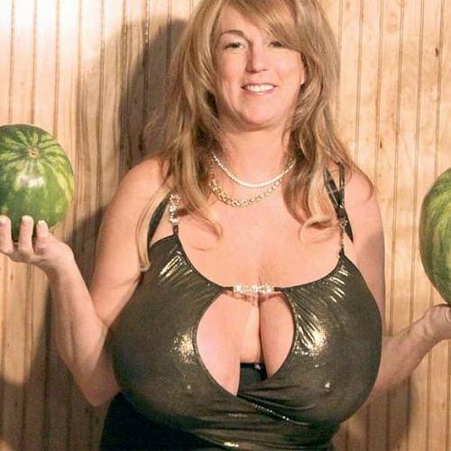 """Bật mí về quý cô có bộ ngực """"phi thường"""" ở American Got Talent - 12"""