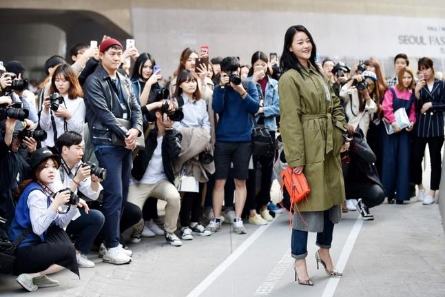 Choáng vì độ sành điệu của nhóc tì tại Seoul Fashion Week - 36