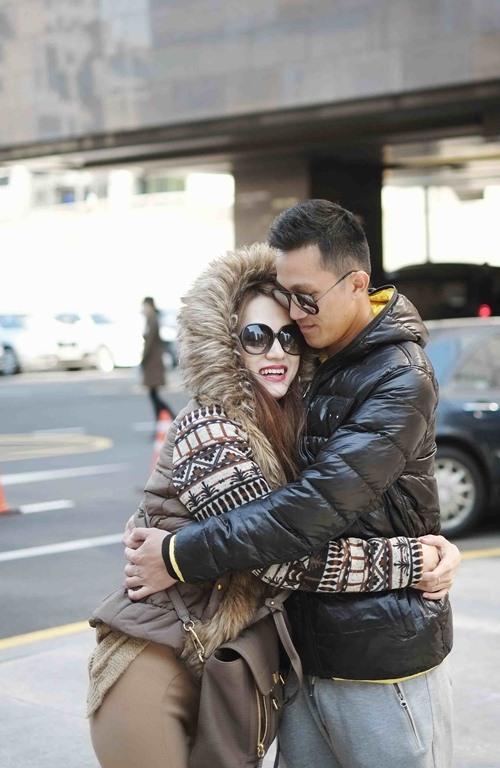 Hương Giang Idol hôn đắm đuối bạn trai ở Hàn Quốc - 4