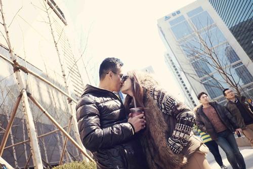 Hương Giang Idol hôn đắm đuối bạn trai ở Hàn Quốc - 2