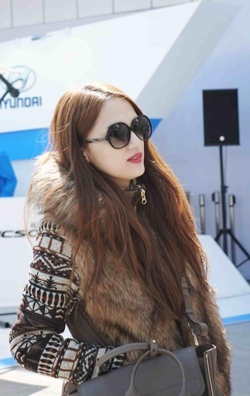 Hương Giang Idol hôn đắm đuối bạn trai ở Hàn Quốc - 7